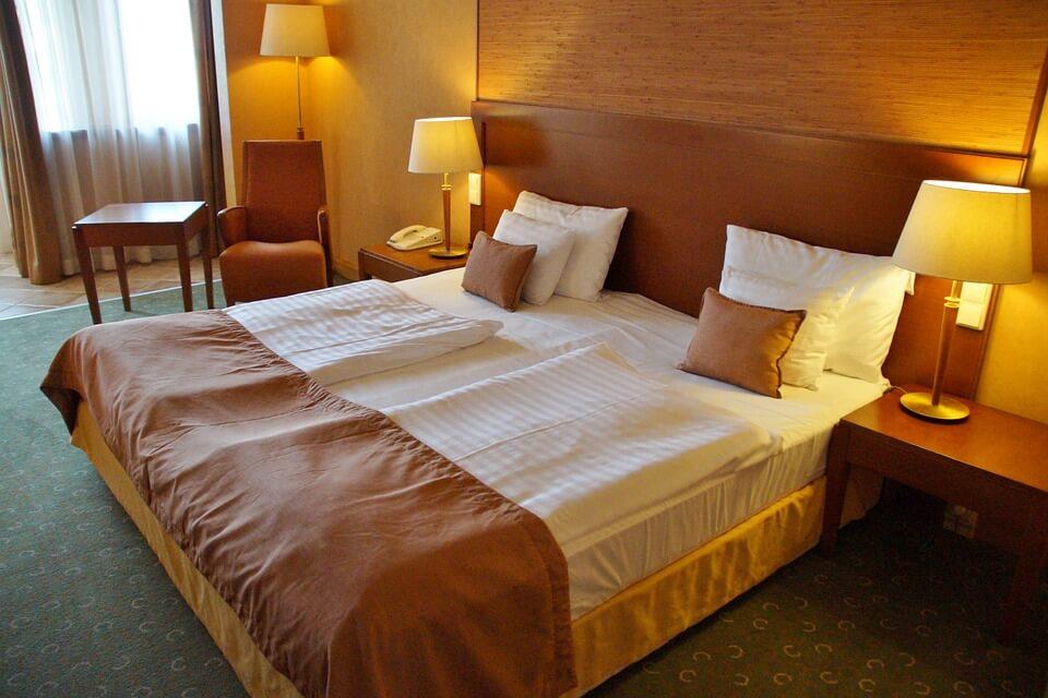 該換床墊徵兆5:在其他地方睡得比較好