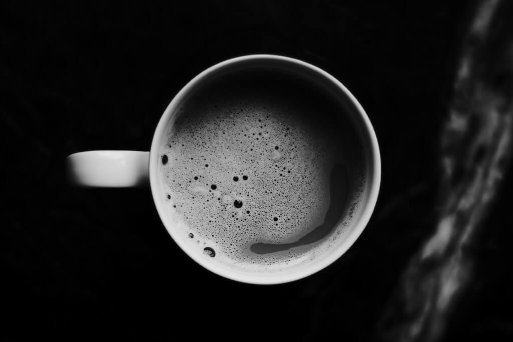 睡前三小時,避免咖啡因